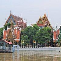 Vy från båten på Chao Phraya