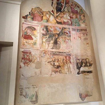"""Uno splendido polittico vicino ad altra opera interessante """"Madonna del Latte"""" (navata sinistra)"""