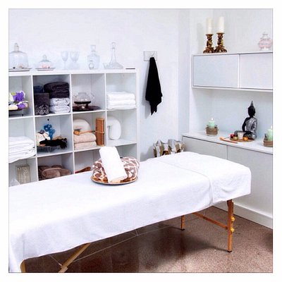 Centro terapeutico de masajes en el centro de Valencia. Abiertos de lunes a sabado de 09:30 a 20