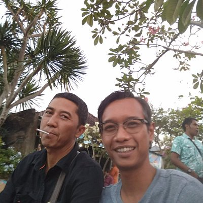 No smoking, please. An afternoon chill out at Tanah Lot Temple