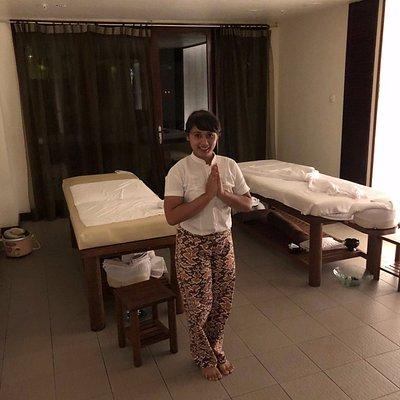 Manik the perfect masseuse