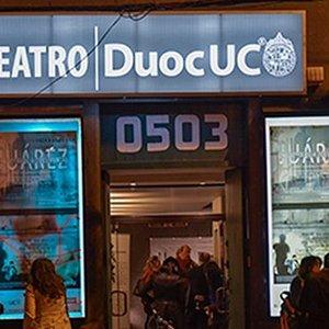 Entrada principal del Teatro Duoc UC
