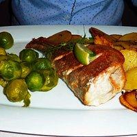 Peene-Barsch mit Rosenkohl und Bratkartoffeln, 13,50 €