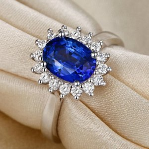 18K White Gold Ring Set With Blue Sapphire and Diamond