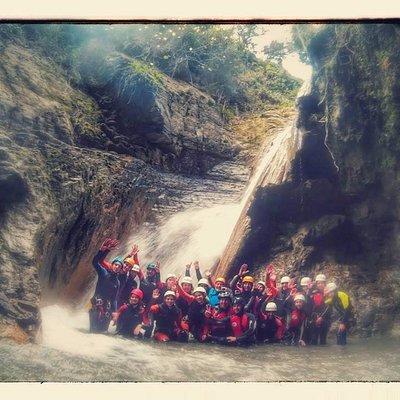 Barranco la La sima del Diablo con un grupo de estudiantes TEKO