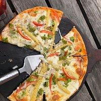 Nice thin crust, good toppings