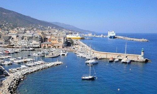 シタデルの高台から眺める旧港