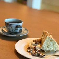 素朴なケーキと美味しいコーヒーと静かな時間を堪能させていただきました。