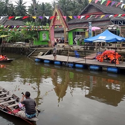 Boat tour at the floating market