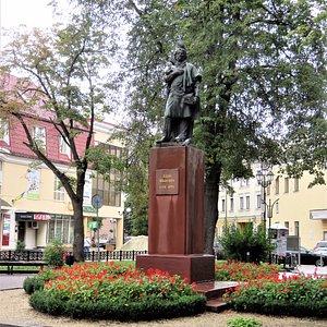 Ивано-Франковск. Памятник Адаму Мицкевичу.