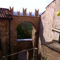 Vista dall'interno del Borgo ....
