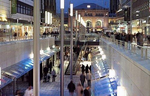 Die Niki-de-Saint-Phalle-Promenade ist die Einkaufsmeile im Herzen Hannovers.