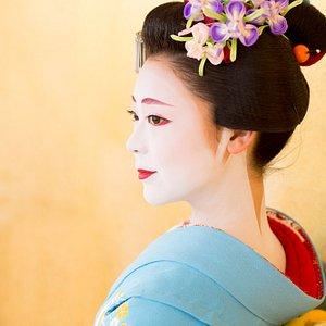 優雅な舞妓さんの世界をお楽しみください。