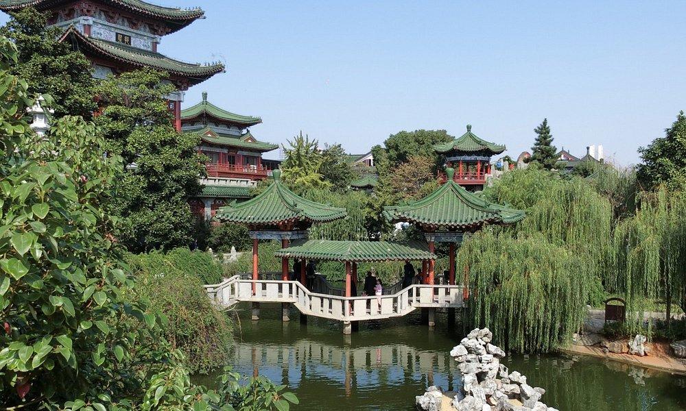 Tengwang Pavilion garden