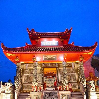 Beautiful Fuk Tet Che temple