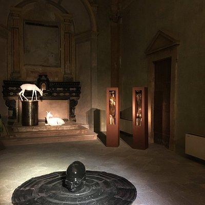ambiente principale della chiesa di San Vittore con altare principale