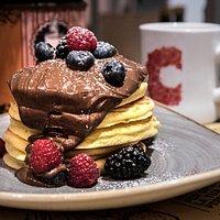 Pancakes con Nutella e frutti di bosco!
