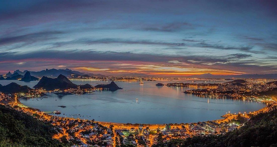 Vista noturna do Parque da cidade de Niterói com a linda vista da cidade maravilhosa do Rio de J