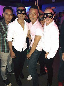 Bali pub crawl party with Joe.