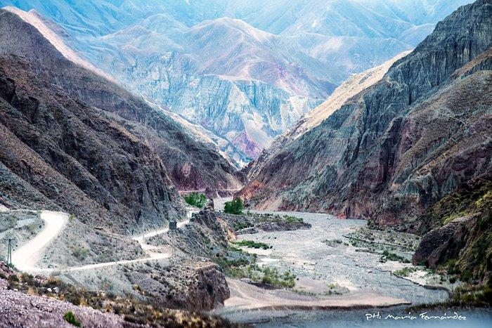Abra del Cóndor, camino entre montañas