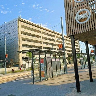 空港のトラムの駅