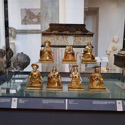 Reliquias de los Siglos XVII y XVIII en plata, perlas y gemas.