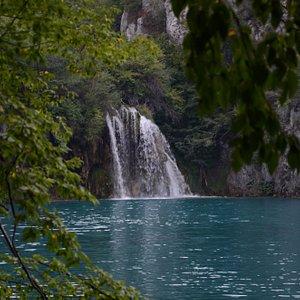 Wodospad Milanovacki Slap widziany spod tablicy