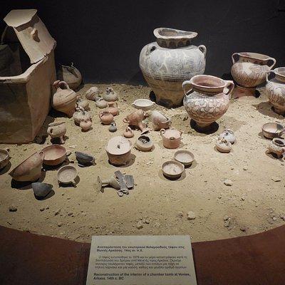 ricostruzione dell'interno di una camera tomba