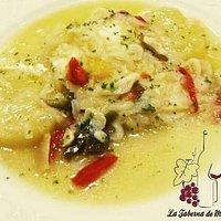 Lomo de bacalao a la portuguesa, con patata, cebolla y pimientos