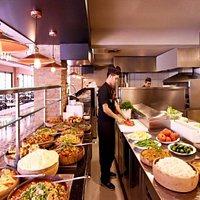 LİMON H2O LOCANTA Açık mutfak olduğu için lezzetlerin hazırlanma aşamasına tanık olun...