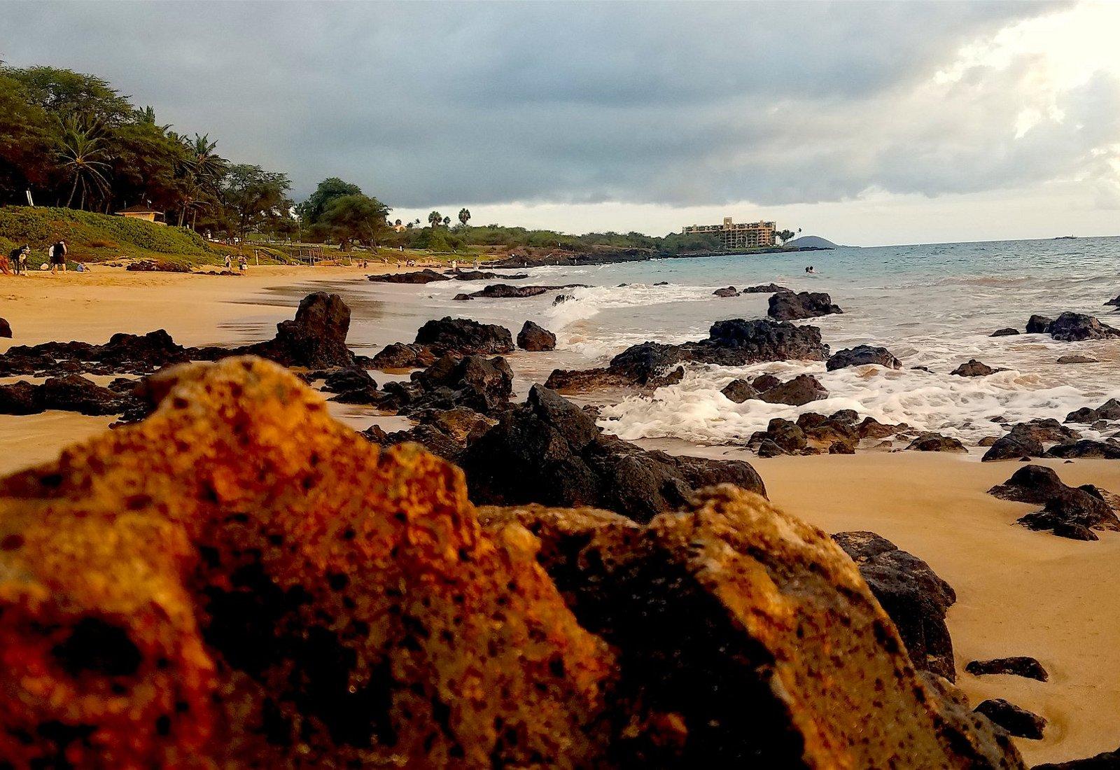 Kama'ole Beach ll in the evening.