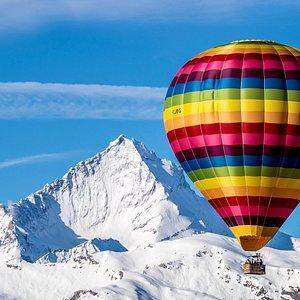 Volo di Aprile in VdA. Al centro la Grivola con i suoi 3969mt, dietro il Gran Paradiso 4061mt.