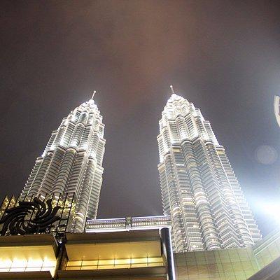 Night-view-of-Petronas-Twin-Tower