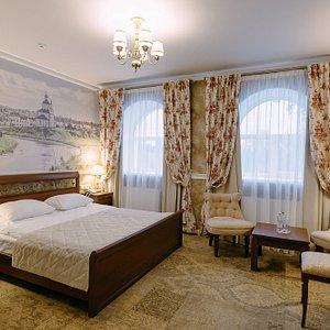 Номер категории Студия, из окна открывается вид на историко-архитектурный ансамбль Кремля