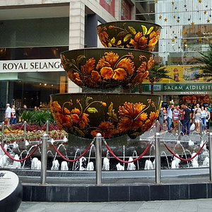 Pavilion Crystal Fountain during the day