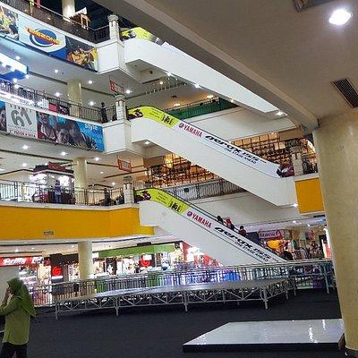 Dalam mall