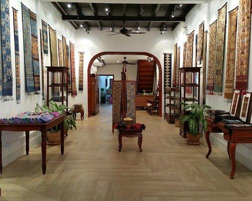 Kin Thong Lao Store