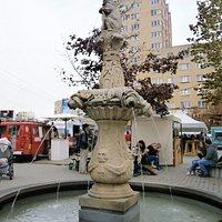 広場の中央にある噴水