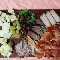 Tagliere di salumi e formaggi