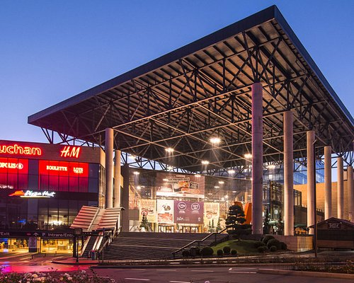 Iulius Mall main entrance