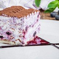 Бильберри-мусс Тонкий бисквит и воздушный мусс из сыра Филадельфия с добавлением ягод черники.