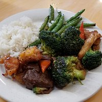 Plate# 3 green beans,chicken & brocolli, beef & brocolli, spicy chicken & rice