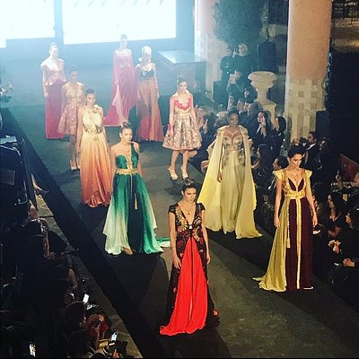 défilé de robes merveilleuse