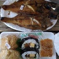 外帶的煎魚與壽司組合