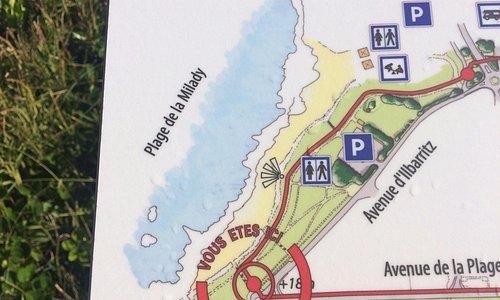Placa com descrição de circuito para corridas ou caminhadas