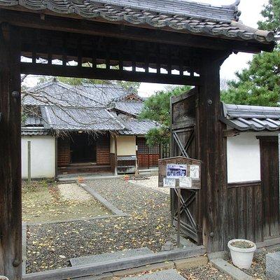 屋敷の入り口