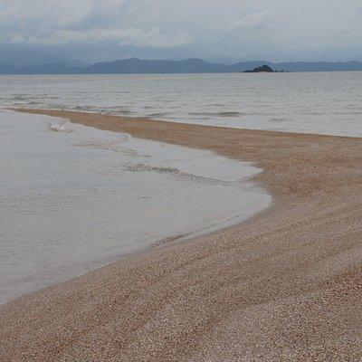 สันหลังมังกร (ทะเลแหวก) ช่วงบ่าย ซึ่งน้ำทะเลยังลงไม่มาก
