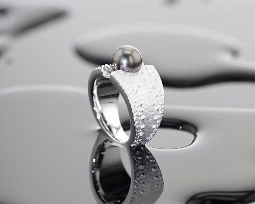 Handgearbeiteter Silberring mit Seeigelstruktur & Tahitiperle aus unserer Silberdesignkollektion