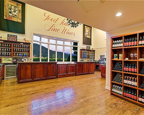 The Troon Vineyard tasting room with beautiful views of the Applegate Valley and the Siskiyou Mt