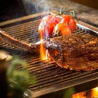 1000 g Tomahawk Steak vom Holzkohlegrill....